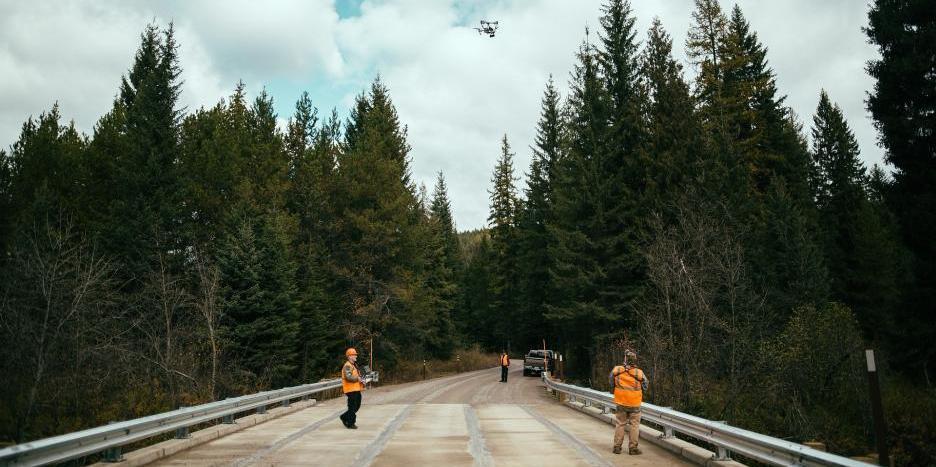 Drohne im Brückenbau