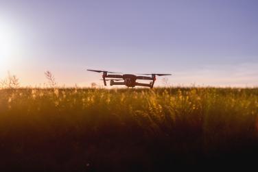 Drohne über Feld Acker