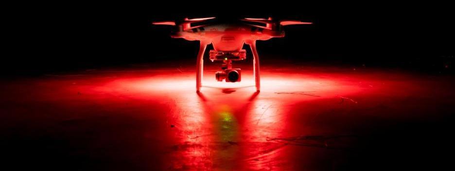 Drohne Beleuchtung bie Nacht