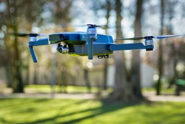Drohne in der Luft im Flug